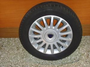 lancia musa 0.12 195 60 15 300x225 Lancia Musa 2004 2012 ζαντολάστιχο