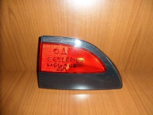 renault megane 95 98 piso fanari esoteriko dexi 300x225 Renault Megane 1996 1999 πίσω φανάρι εσωτερικό δεξί