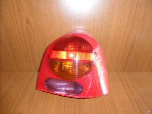 renault twingo 00 07 piso fanari dexi 300x225 Renault Τwingo 2000 2007 πίσω φανάρι δεξί