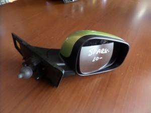 chevrolet spark 2010 michanikos kathreptis dexios ladi 300x225 Chevrolet Spark 2010 2015 μηχανικός καθρέπτης δεξιός λαδί