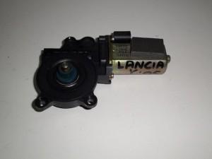 lancia y 03 11 ilektriko moter portas empros dexi 300x225 Lancia Y 2003 2011 ηλεκτρικό μοτέρ πόρτας εμπρός δεξί