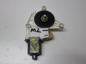 mercedes ml w164 05 11 ilektriko moter portas empros dexi 300x225 Mercedes ML w164 2005 2011 ηλεκτρικό μοτέρ πόρτας εμπρός δεξί