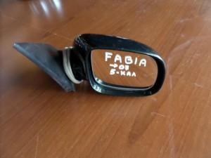 skoda fabia 07 ilektrikos kathreptis dexios kiparissi 5 kalodia 300x225 Skoda Fabia 1999 2007 ηλεκτρικός καθρέπτης δεξιός κυπαρισσί (5 καλώδια)