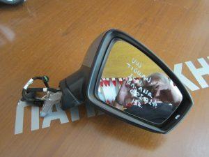 vw tiguan 2016 dexios ilektrika anaklinomenos kathreptis asimi fos asfalias 300x225 VW Tiguan 2016 2018 δεξιός ηλεκτρικά ανακλινόμενος καθρέπτης ασημί φως ασφαλείας