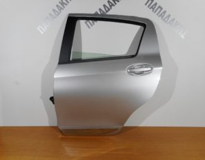 toyota yaris 2017 gt porta piso aristeri asimi fasa chromio 300x234 Toyota Yaris 2017 > πόρτα πίσω αριστερή ασημί  (φάσα χρώμιο)