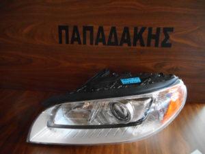 volvo xc70 2007 2013 fanari empros aristero xenon 300x225 Volvo XC70 2007 2013 φανάρι εμπρός αριστερό XENON