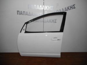 toyota prius 2004 2009 porta empros aristeri aspri 300x225 Toyota Prius 2004 2009 πόρτα εμπρός αριστερή άσπρη