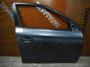 hyundai i20 2014 2018 porta empros dexia gkri skoyro 300x225 Hyundai i20 2014 2018 πόρτα εμπρός δεξιά γκρι σκούρο