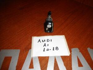 audi a1 2010 2018 afalos portas 300x225 Audi A1 2010 2018 αφαλός πόρτας