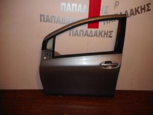 toyota yaris 2006 2011 porta empros aristeri asimi skoyro 300x225 Toyota Yaris 2006 2011 πόρτα εμπρός αριστερή ασημί σκούρο