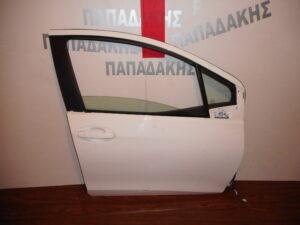 toyota yaris 2011 2017 porta empros dexia aspri 300x225 Toyota Yaris 2011 2017 πόρτα εμπρός δεξιά άσπρη