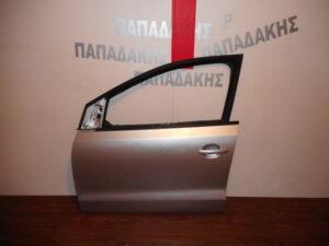 vw polo 2009 2017 porta empros aristeri asimi 300x225 VW Polo 2009 2017 πόρτα εμπρός αριστερή ασημί